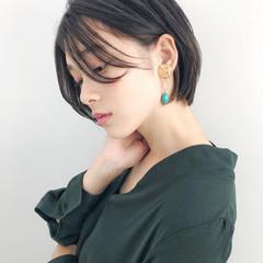 デート ショート 透明感カラー ナチュラル ヘアスタイルや髪型の写真・画像