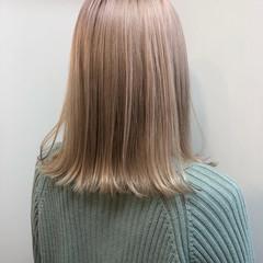 ミディアム ナチュラル ハイトーン 透明感カラー ヘアスタイルや髪型の写真・画像