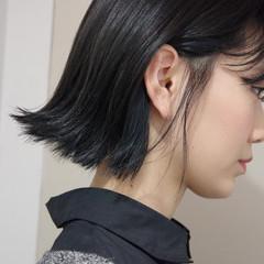 インナーカラー 暗髪 インナーブルー 切りっぱなしボブ ヘアスタイルや髪型の写真・画像