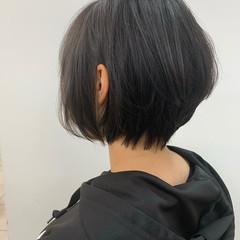 ショートボブ 耳掛けショート ショートヘア インナーカラー ヘアスタイルや髪型の写真・画像