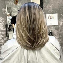 アッシュベージュ 外国人風カラー グレージュ ママ ヘアスタイルや髪型の写真・画像