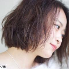 色気 波ウェーブ ニュアンス パーマ ヘアスタイルや髪型の写真・画像