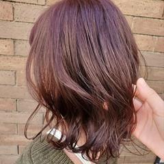 ベリーピンク ナチュラル ミディアム ラベンダーピンク ヘアスタイルや髪型の写真・画像