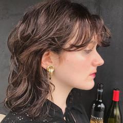 前髪 抜け感 ミディアム ウルフカット ヘアスタイルや髪型の写真・画像