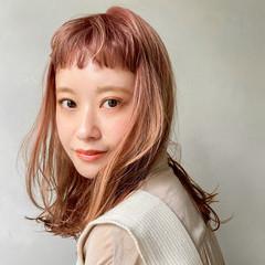 アウトドア レイヤーカット ベビーバング アンニュイほつれヘア ヘアスタイルや髪型の写真・画像