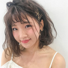 編み込み ミディアム フェミニン 簡単ヘアアレンジ ヘアスタイルや髪型の写真・画像