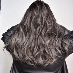 グレージュ ロング ハイライト 外国人風カラー ヘアスタイルや髪型の写真・画像