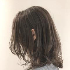 ミディアム ウルフカット フェミニン ショートヘア ヘアスタイルや髪型の写真・画像