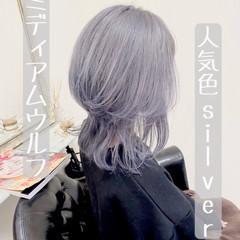 ストリート ミディアム シルバー ホワイトシルバー ヘアスタイルや髪型の写真・画像