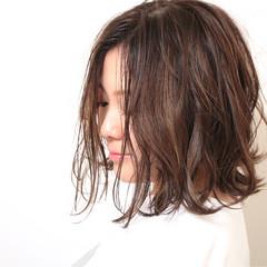 ミディアム ナチュラル 外国人風 ハイライト ヘアスタイルや髪型の写真・画像