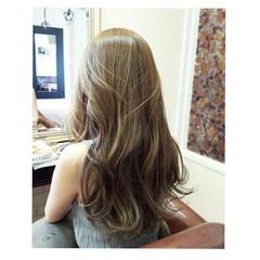 ナチュラル ロング ローライト 艶髪 ヘアスタイルや髪型の写真・画像