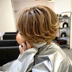 バレイヤージュ ベージュ ベリーショート ナチュラル ヘアスタイルや髪型の写真・画像