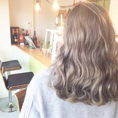 外国人風 セミロング ハイライト グレージュ ヘアスタイルや髪型の写真・画像