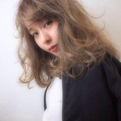 ミディアム ストリート 前髪あり 外ハネ ヘアスタイルや髪型の写真・画像