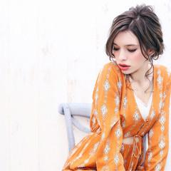 アッシュグレージュ くるりんぱ フェミニン ロング ヘアスタイルや髪型の写真・画像