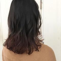 暗髪 グラデーションカラー ミディアム ピンク ヘアスタイルや髪型の写真・画像