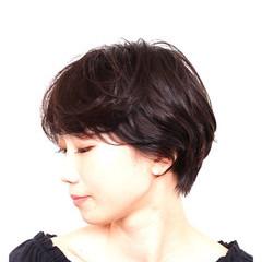 ワンカールパーマ ショートヘア ナチュラル アッシュ ヘアスタイルや髪型の写真・画像