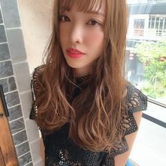 ミルクティーグレージュ インナーカラー フェミニン シースルーバング ヘアスタイルや髪型の写真・画像