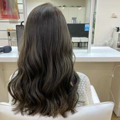 グレージュ 透明感カラー 韓国風ヘアー コテ巻き ヘアスタイルや髪型の写真・画像