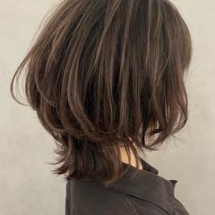 外ハネ ミディアム ウルフレイヤー ウルフカット ヘアスタイルや髪型の写真・画像