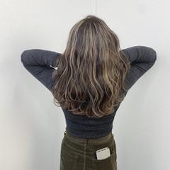 ミルクティーベージュ ハイライト ガーリー コテ巻き ヘアスタイルや髪型の写真・画像
