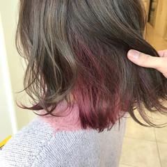 ピンクラベンダー インナーカラー フェミニン 外ハネ ヘアスタイルや髪型の写真・画像