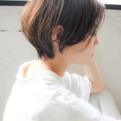 ショートヘア 前下がりショート インナーカラー デジタルパーマ ヘアスタイルや髪型の写真・画像