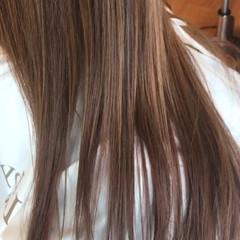 ロング イルミナカラー グラデーションカラー ミルクティー ヘアスタイルや髪型の写真・画像