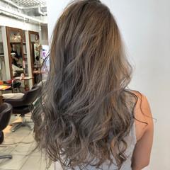 ロング ダブルカラー ハイトーン ストリート ヘアスタイルや髪型の写真・画像