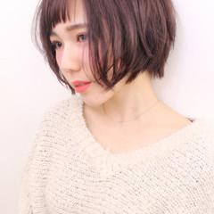 ベリーピンク 冬 ショート ガーリー ヘアスタイルや髪型の写真・画像