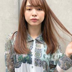 ハイライト マットグレージュ サラサラ ストレート ヘアスタイルや髪型の写真・画像
