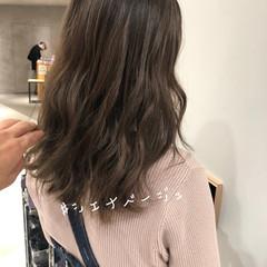 ミルクティーベージュ ラベージュ セミロング グレージュ ヘアスタイルや髪型の写真・画像