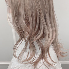 シアーベージュ ハイトーンカラー フェミニン ブリーチカラー ヘアスタイルや髪型の写真・画像