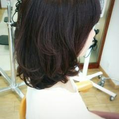 コンサバ ミディアム パーマ 暗髪 ヘアスタイルや髪型の写真・画像