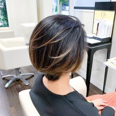 バレイヤージュ ナチュラル ショート グラデーションカラー ヘアスタイルや髪型の写真・画像