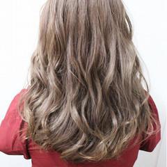 フェミニン ハイトーン セミロング ハイライト ヘアスタイルや髪型の写真・画像