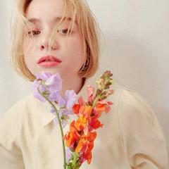 ブロンドカラー ハイトーンカラー フェミニン ボブ ヘアスタイルや髪型の写真・画像