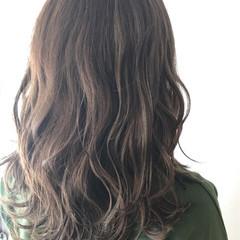 ハイライト 波ウェーブ グレージュ ナチュラル ヘアスタイルや髪型の写真・画像