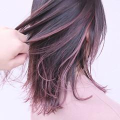 ハイライト ブリーチカラー ピンクベージュ ピンクバイオレット ヘアスタイルや髪型の写真・画像