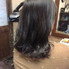グレージュ セミロング 黒髪 アッシュ ヘアスタイルや髪型の写真・画像