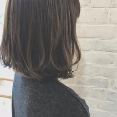 オフィス アッシュ 大人かわいい リラックス ヘアスタイルや髪型の写真・画像
