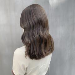 オリーブカラー ブリーチなし ナチュラル オリーブベージュ ヘアスタイルや髪型の写真・画像