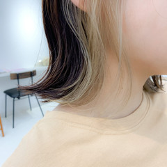 デート 簡単スタイリング 切りっぱなしボブ インナーカラー ヘアスタイルや髪型の写真・画像