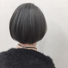 シルバーアッシュ モード シルバー ストレート ヘアスタイルや髪型の写真・画像