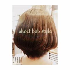 ボブ 前下がり ナチュラル 大人かわいい ヘアスタイルや髪型の写真・画像
