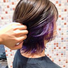 個性的 インナーカラー インナーカラーパープル セミロング ヘアスタイルや髪型の写真・画像