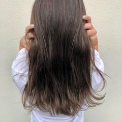巻き髪 グレージュ グレーアッシュ エレガント ヘアスタイルや髪型の写真・画像