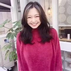 ゆるふわパーマ 韓国ヘア セミロング インナーカラー ヘアスタイルや髪型の写真・画像