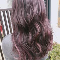 フェミニン ベージュ ラベンダーアッシュ ラベンダーピンク ヘアスタイルや髪型の写真・画像