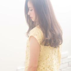 レイヤーカット 春 ロング ベージュ ヘアスタイルや髪型の写真・画像